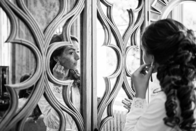 Bride preparing in the Cherry room