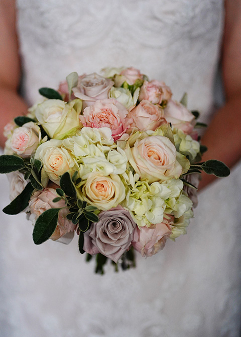 The bridal bouquet looked beautiful with pale pink and cream roses