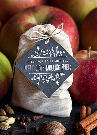 Pretty bags of mulled wine spices make perfect favours at your autumn wedding