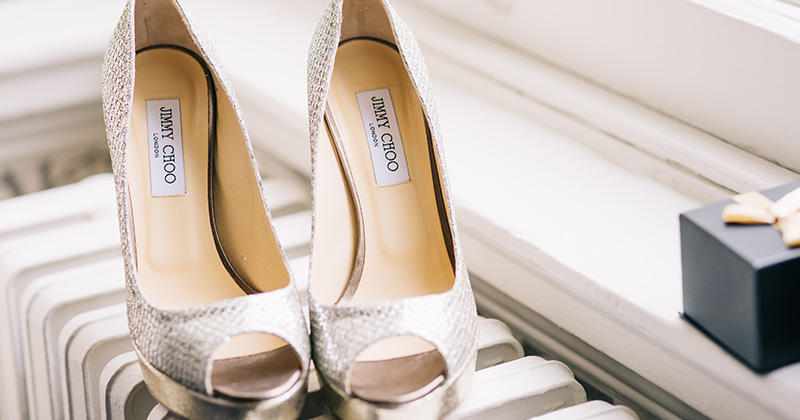 The photographer captured the all the little details in these wedding photos at Morden Hall London