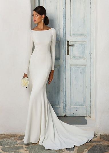 An elegantly understated wedding dress is perfect for your country house wedding in London