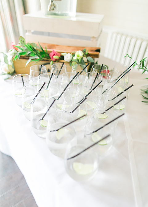 Refreshing cocktails were served at this spring wedding at Morden Hall in London